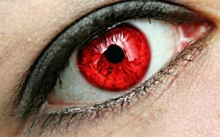 Почему у некоторых людей цвет глаз красный