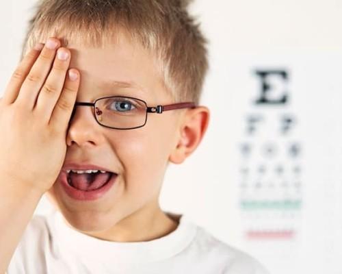 Симптомы катаракты у детей