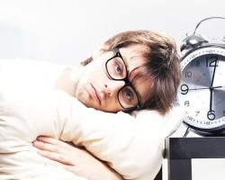 Как избавится от красных глаз после сна