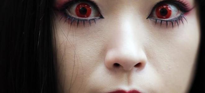 Для чего нужны красные контактные линзы