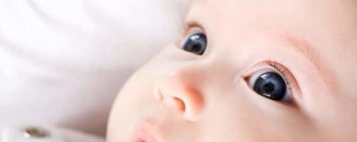 Причины красных глаз у грудничков