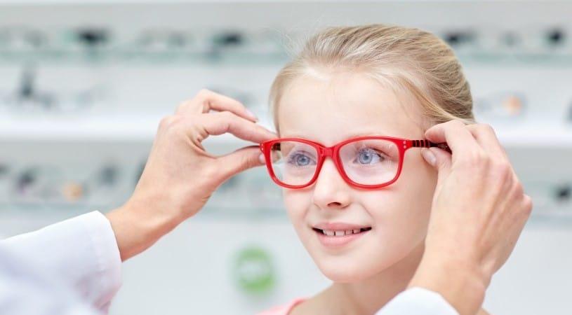 Коррекция косоглазия очками