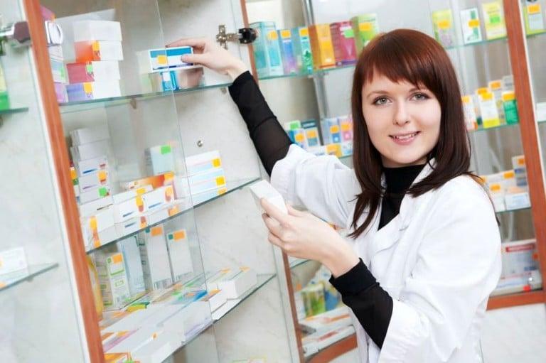 Антибиотик при конъюнктивите у взрослых и детей: обзор препаратов в таблетках, каплях и мазях