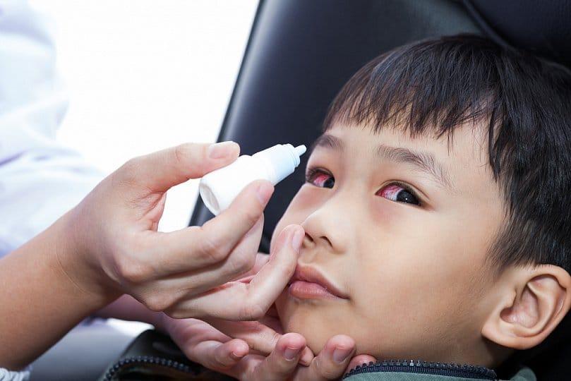 Как лечить глаза ребенку