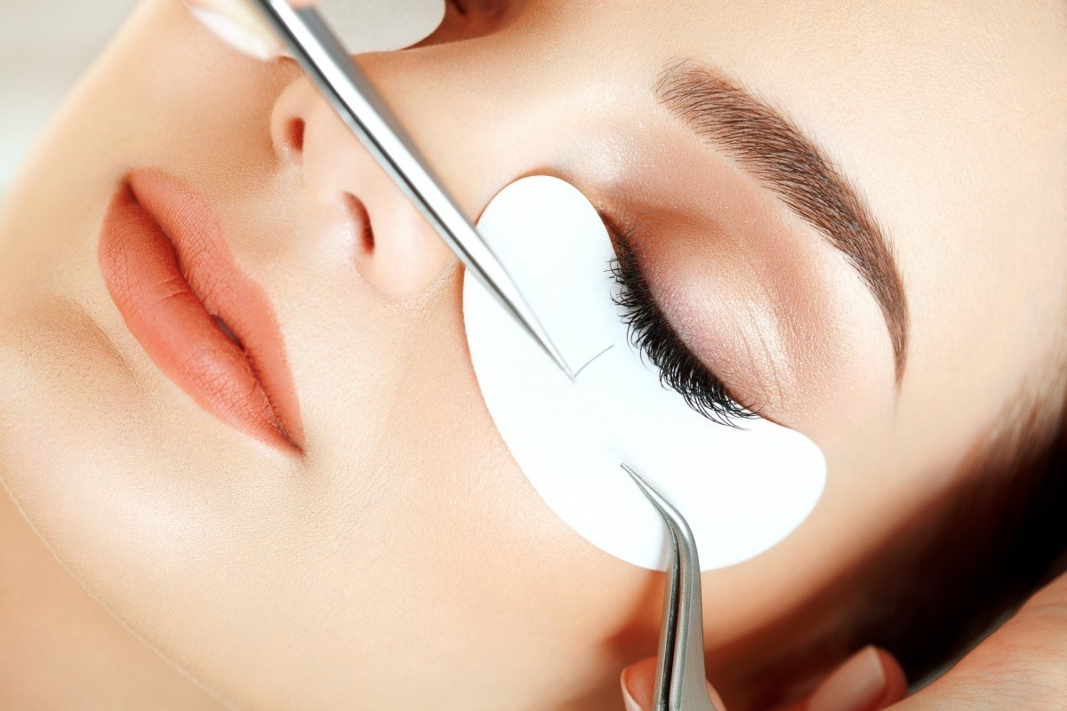 Красные глаза после наращивания ресниц: лечение
